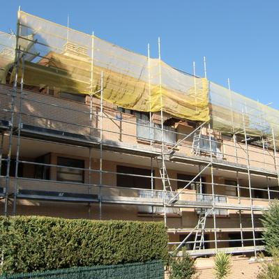 Dirección de obra de reforma de fachadas y cubiertas en conjunto residencial de 6 bloques