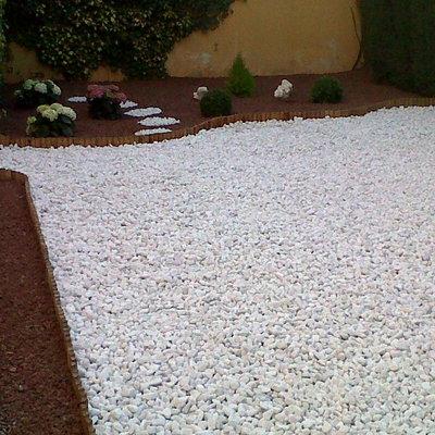 Diseño y realización de jardines con aridos de escaso mantenimiento