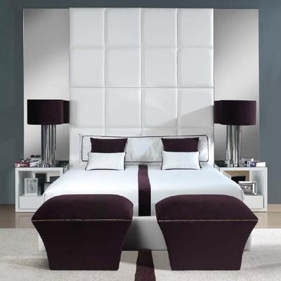 Dormitorio blanco y burdeos