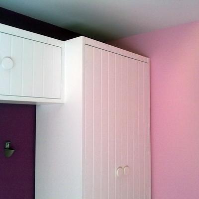 Dormitorio infantil con pintura en tres colores