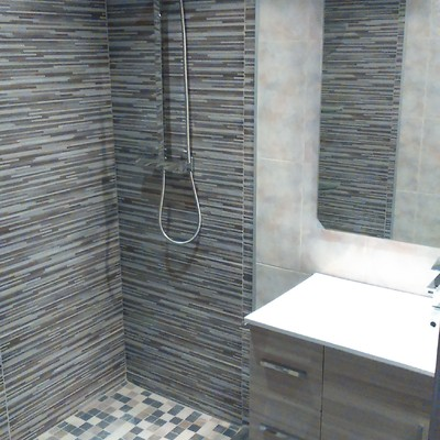 Colocación ducha y mobiliario