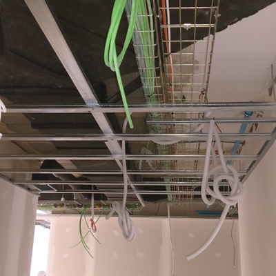 Instalaciones por bandeja electricas y comunicaciones