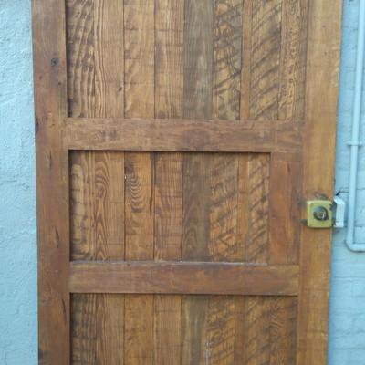 Puerta de exterior tratada
