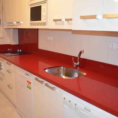 Encimera cocina y pieza frente campana