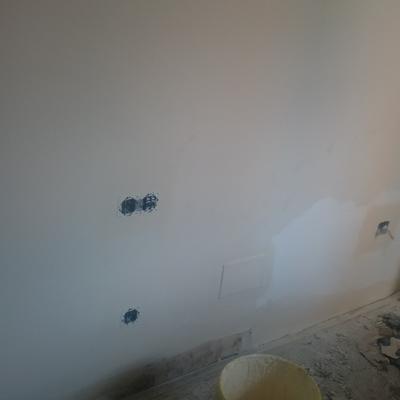 Fuga de agua en bañera de hidromasaje,detras de la pared de pladur