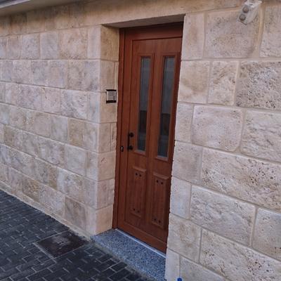 Fachada de piedra artificial