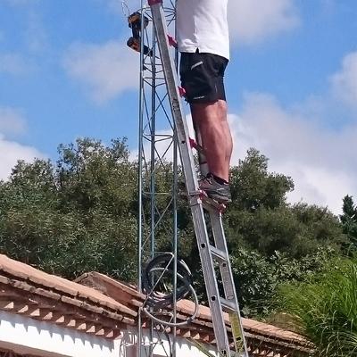 Torre para sujeción de cámaras exteriores
