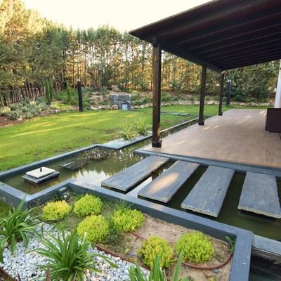 rio y estanques jardin. chalet las rozas