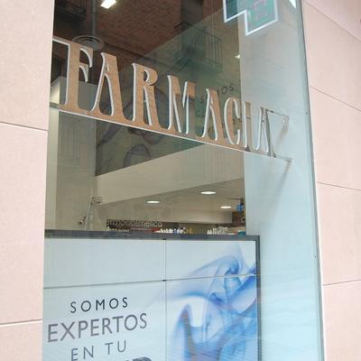 Reforma de farmacia en Zamora: Escaparate