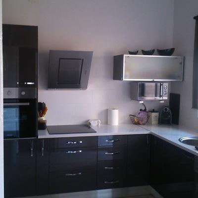 Instalación de cocina en acabados de pvc color gris brillo