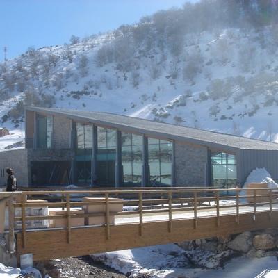 Edificio de servicios en la Estación Invernal Fuentes de Invierno