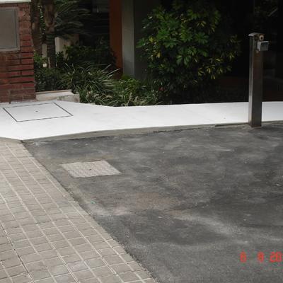 RAMPA ZONA ACCESO SERVICIOS PARA COMUNIDAD EN BARCELONA