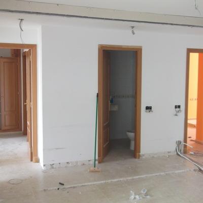 Demolición de pared y modificación de instalaciones