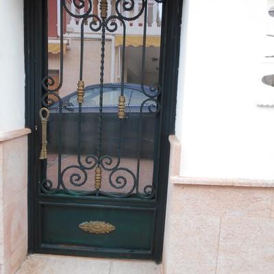 puerta de entrada al chalet