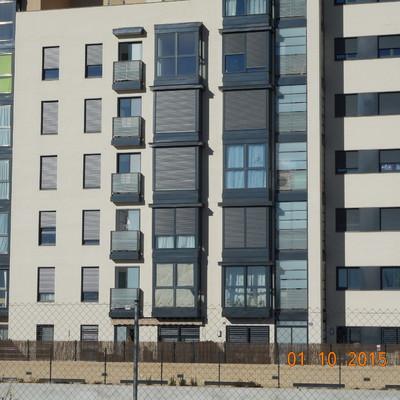 Valdebebas. Cerramiento de tendederos en edificio de nueva construcción.(2015)