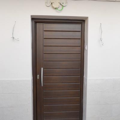 Puerta de seguridad entrada a vivienda