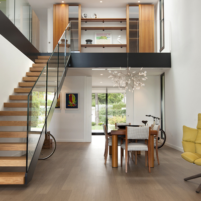 Interior vivienda. Doble altura