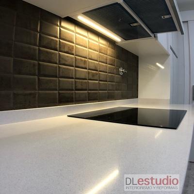 Mosaico y Silestone Blanco
