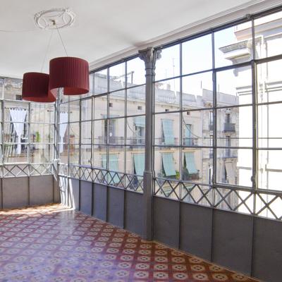 Galería estilo neoclásico restaurado.