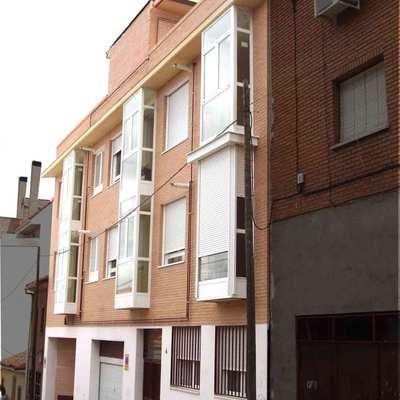 Edificio de 10 Viviendas  y garajes en la calle Isabel Serrano, Madrid