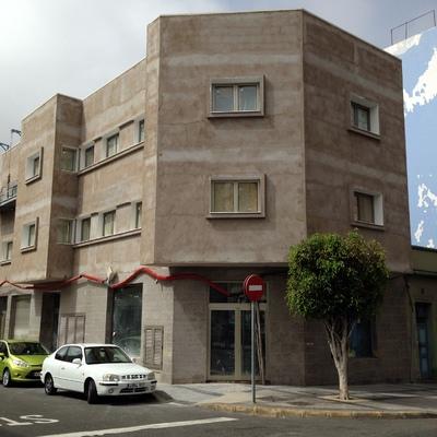 edificio de 4 viviendas local y sotano