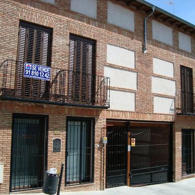 Edificio de 5 viviendas y 2 locales en Navalcarnero