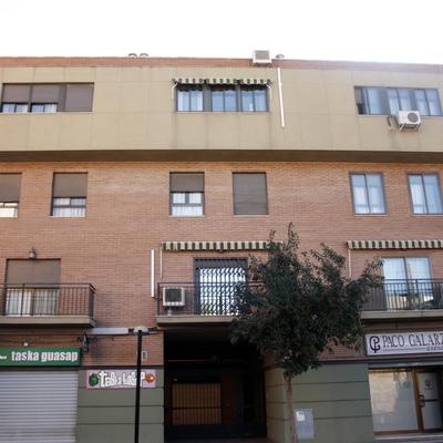 Edificio de Apartamentos, locales y aparcamientos