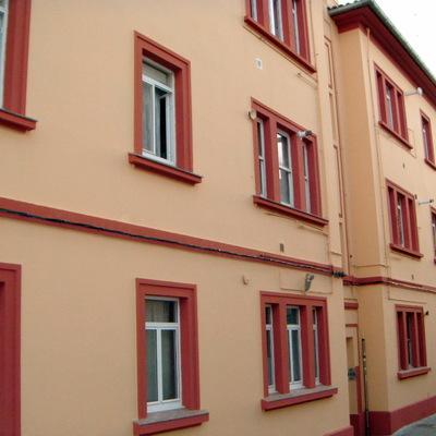 edificio de tres plantas