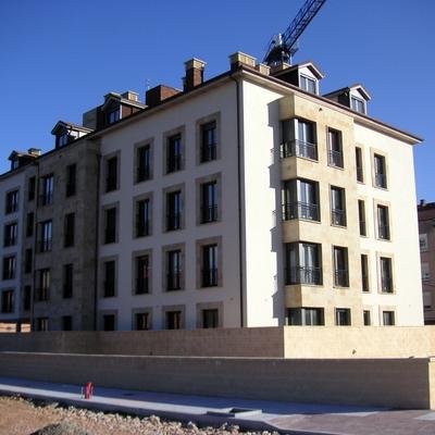 Edificio de viviendas en Lugo de Llanera.