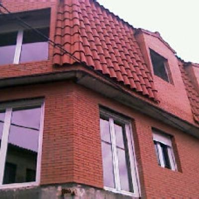 edificio en pedrezuela