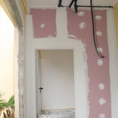 Instalación eléctrica y de pladur en una vivienda