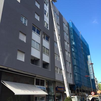 Elevador de fachada para mudanza en Vigo. Pontevedra