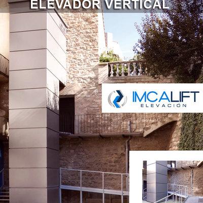 Elevador vertical vivienda particular con estructura autoportante