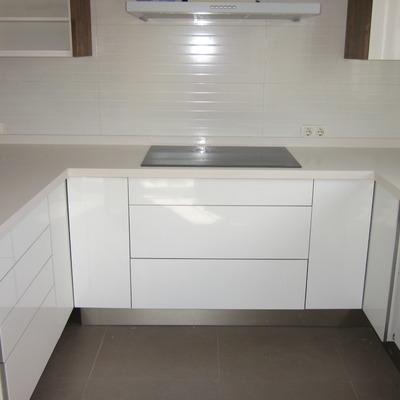Encimera de cocina en AF white quartz pulido