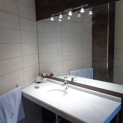 encimera y espejo de baño