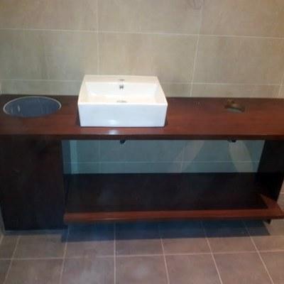 Encimera maciza en IPE para baño y lavabo