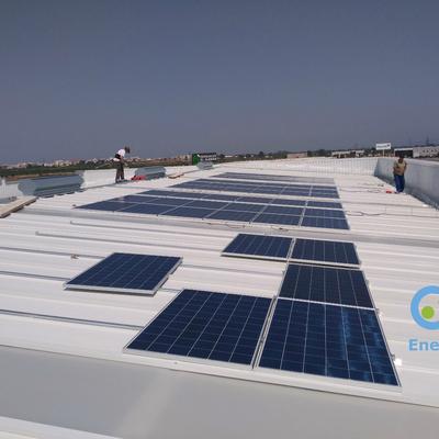 Instalación de placas solares en la cubierta de una nave industrial (Enersoste S.L. Segorbe, Castellón)