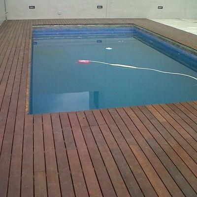 entarimado de piscina en madera de ipe