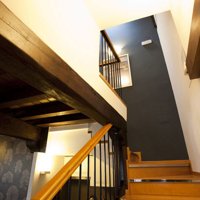 Decoración acceso escaleras