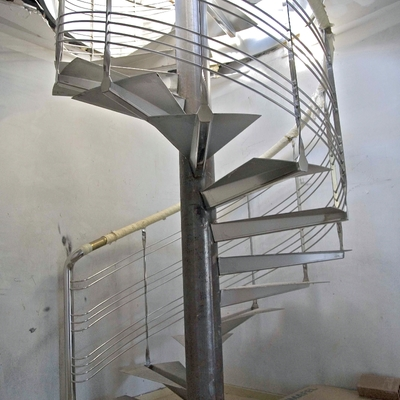 Escalera caracol en construcción
