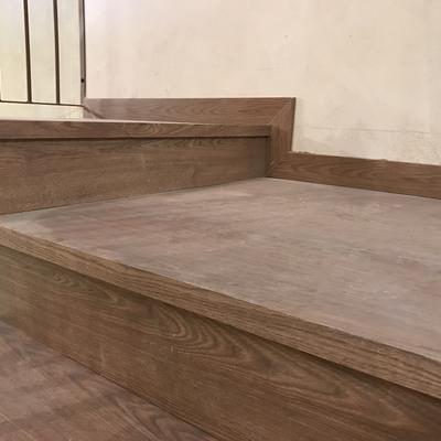 Forrado de escalera con laminado de Roble Teñido