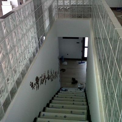 escalera con paves, de pasamanos, obra nueva