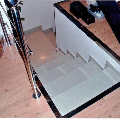Escalera de hierro y madera con barandilla inox