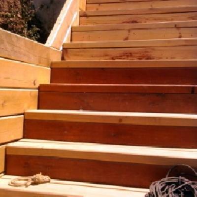 Escalera de pino