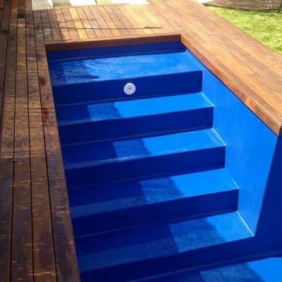 Escalera en piscina