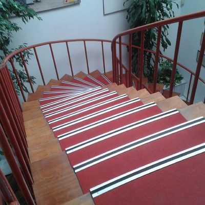 Escalera de Moqueta