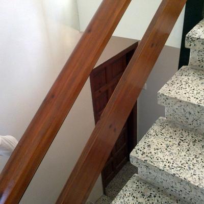 Escalera pintada en Calafell de 4 plantas de comunidad