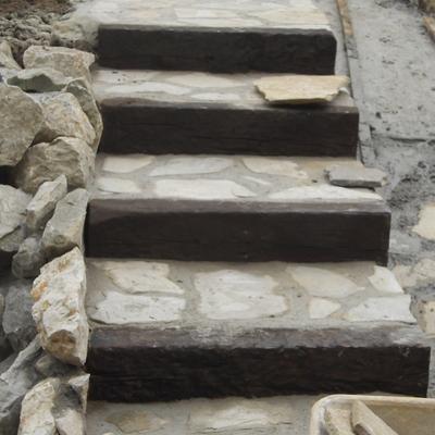 escalera rustica de  accesos