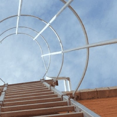 Escaleras verticales normativa