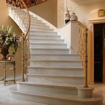 Tipos de escaleras para interiores fabulous diseos para for Escaleras extensibles